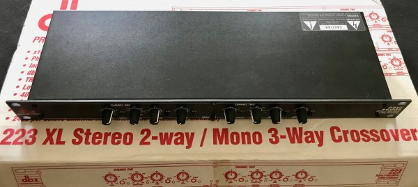 DBX 233 XL Aktive Frequenzweiche für Mono- und Stereo-Betrieb